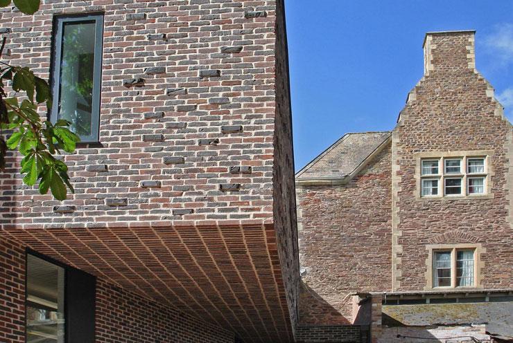 Dark multi stock facing brick